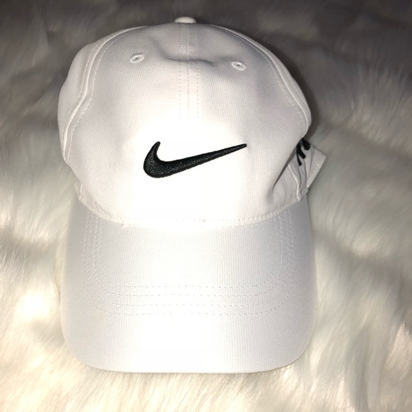 6ae4ee913 Men's White Nike Golf Hat Like New